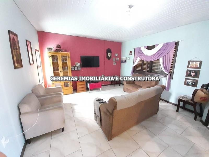 CASA MOBILHADA E COM 3 DORMITÓRIOS EM RAINHA DO MAR - XANGRI-LÁ-RS